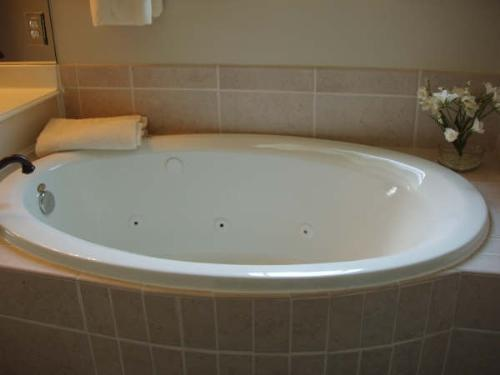 Attractive Acrylic Drop In Tub With Jets
